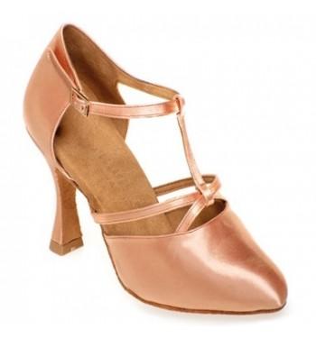 Zapato cerrado con nudo y tira central